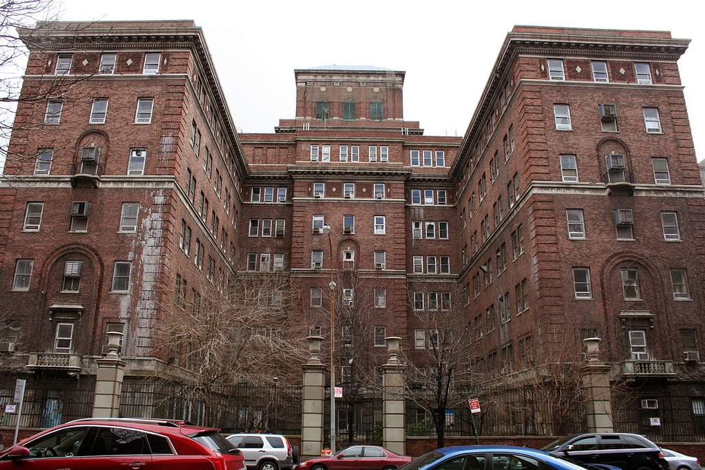 The Creepiest Hospital Grounds In Manhattan Arkham Asylum In Nyc Scouting Ny