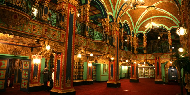 Your Last Minute Weekend Plans: Tour The Incredible Valencia Movie Palace This Saturday!!